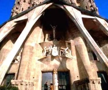 España 2002 , Un Año Entero Para Recordar A Gaudí