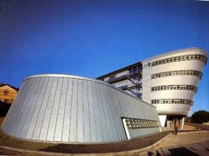 E.I.H.M.S., Universidad de Surrey, Guilford, UK