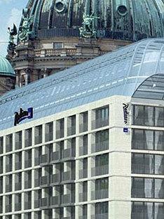 Aquadom, Berlín <br> Sergei Tchoban, 2003