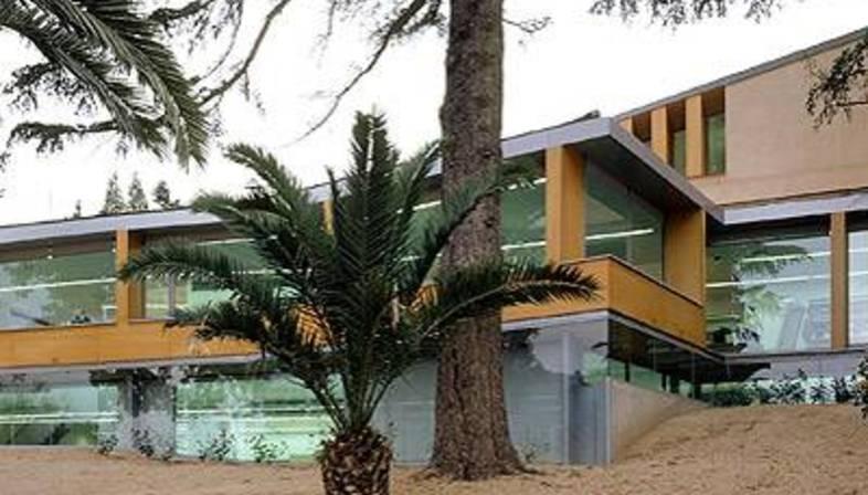 Biblioteca P&uacute;blica Can Ginestar<br>Sant Just Desvern, Barcelona<br>2000-2003