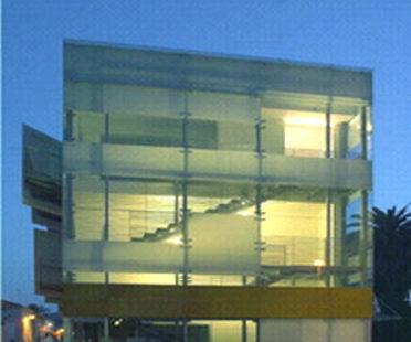 Edificio polifuncional antiguo cine<br> Arena Braga. Giulianova (Te)<br> Giovanni Vaccarini. 2004