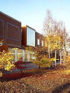 Grafton Architects<br> Oficinas y tiendas para la Ciudad Universitaria de Dublín, 2003