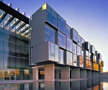 Instituto Perimeter de F&iacute;sica Te&oacute;rica.<br /> Saucier + Perrotte. Waterloo, 2004