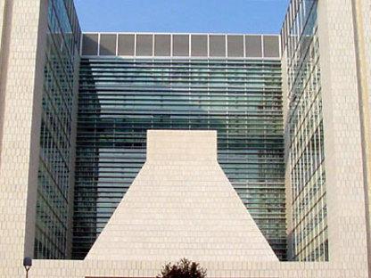 Gregotti Associati. Centro de Dirección de la Banca Lombarda.<br /> Brescia, Italia. 2004