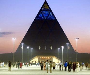 Astana (Kazakistan). Piramide della pace. Foster end Partners. 2006