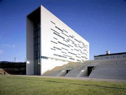 Rectorado de la Nueva Universidad de Lisboa - Manuel y Francisco Aieres Mateus. Lisboa, 1998