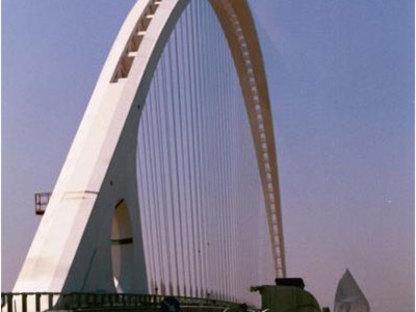 Reggio Emilia. El Puente central de la autopista. Santiago Calatrava. 2007