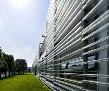 Sede Central de Living Divani en Anzano del Parco, proyecto de Piero Lissoni, 2008
