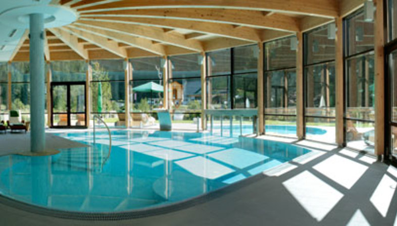 Spa hotel zedern klang declinaciones cer micas floornature for Designhotel zedern klang