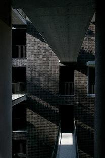 Balcones corridos conectan los apartamentos en las diferentes plantas