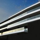 Tisselli: edificio horizontal en Cesena