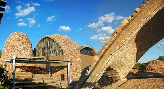Gli archi in terra cruda rivestiti di pietre