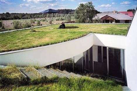 Escorzo del tejado hacia el salón interior