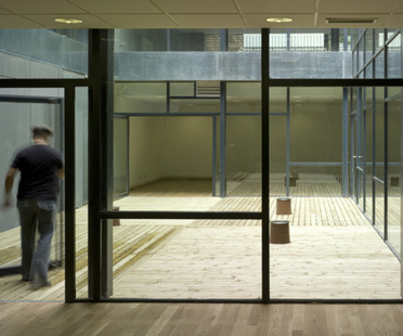 Centro para ancianos con biblioteca en Zaragoza
