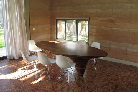 Tatiana Bilbao: casa de tierra compactada en Ajijic