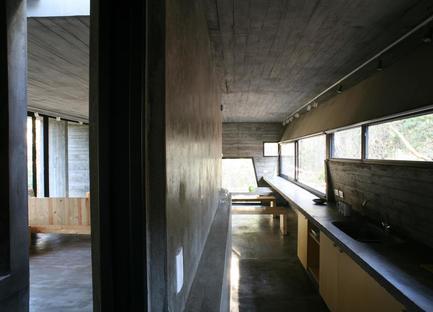 BAK: casa mínima de cemento en Mar Azul