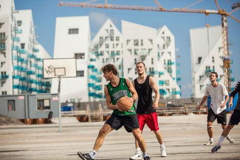 """Aarhus: """"Let's Rethink"""" – Arquitectura sostenible, diversidad y democracia."""