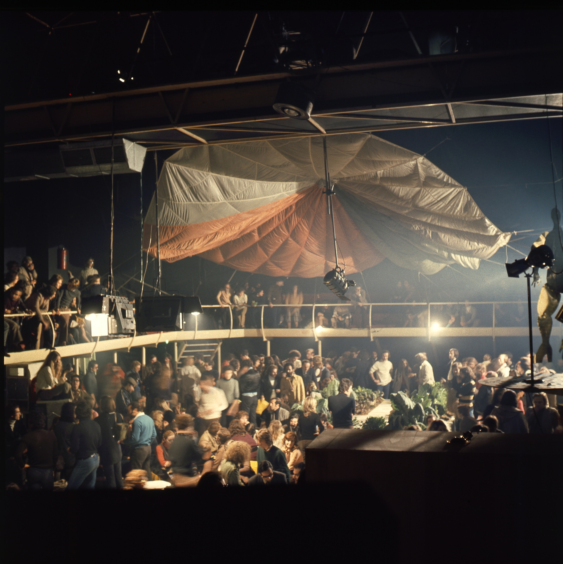 El diseño y la cultura pop de las discotecas en Italia
