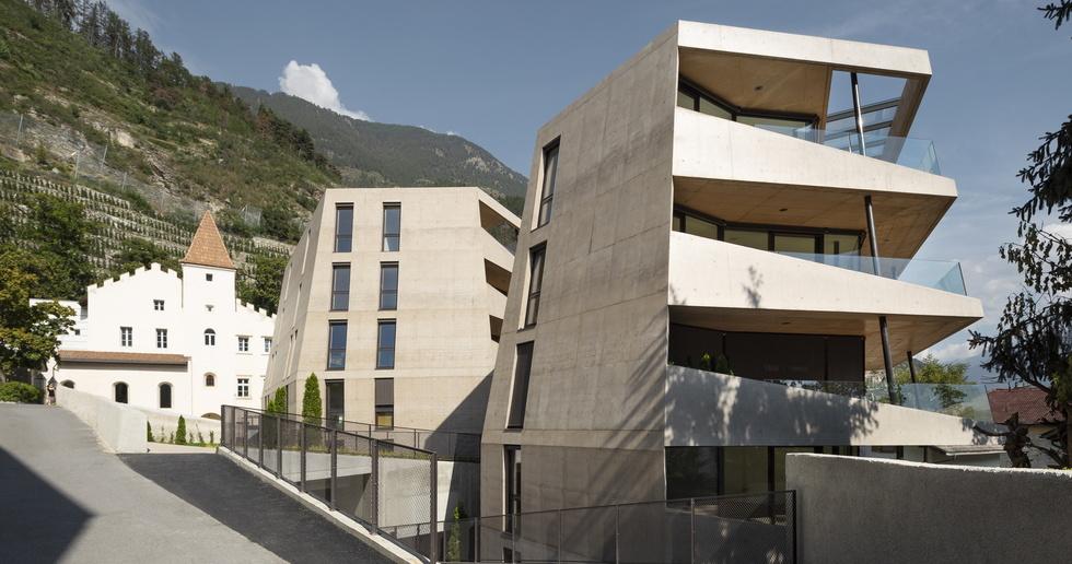 Schlossgarten, building in the historical context of South Tyrol