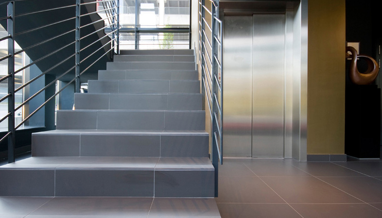 Escaleras de gres porcelanico soluciones para los for Soluciones para escaleras
