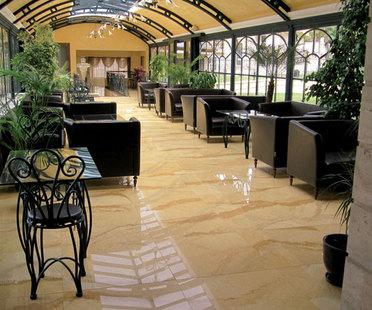 Hoteles: espacios de bienestar y hospitalidad, en parte por mérito de las superficies de gres