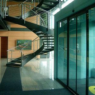 Mejorar los espacios comerciales con los suelos elevados