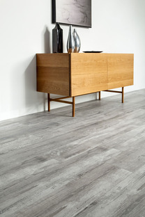 Nuevos espacios residenciales con las superficies Ariostea efecto madera