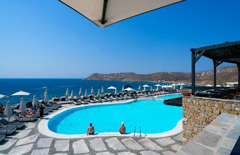 Ultra Ariostea: pavimentos y paredes para hoteles de lujo y villas del Mediterráneo
