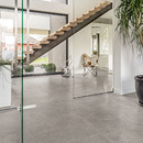 Losas de efecto cemento y resina CON.CREA. para ambientes contemporáneos y minimalistas<br />
