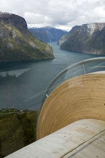 Aurland. Rutas turísticas en Noruega. Proyecto: Todd Saunders & Tommie Wilhelmse