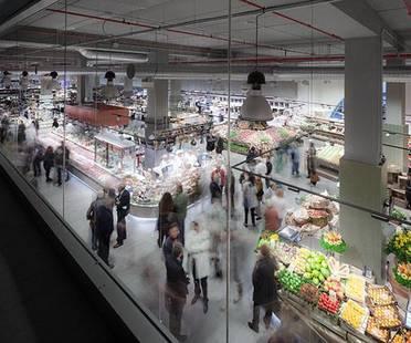 Revestimientos para un nuevo supermercado. UNICOOP Florencia, de Paolo Lucchetta.