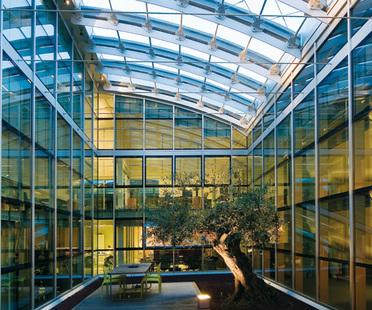 Pavimentos sobreelevados: soluciones arquitectónicas para el bienestar