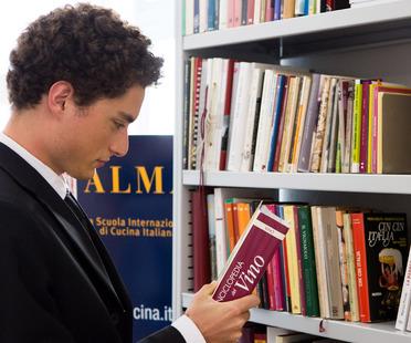 Las sugerencias de lectura de Marino Marini, bibliotecario de ALMA<br /> <script> </script>