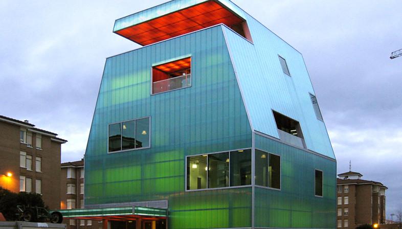 Casa de la Juventud de policarbonato en Santoña – Proyecto de MISC arquitectos