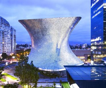 Fachada curva con hexágonos de aluminio – Museo Soumaya en Ciudad de México