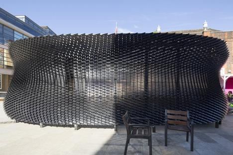 """Pabellón de madera imitación piel """"The Bolt"""" para Shinola, de Giles Miller Studio"""
