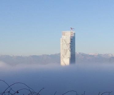 La torre caleidoscópica diseñada por Fuksas en Turín