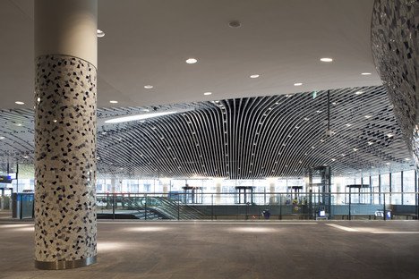 El vidrio antiguo en clave moderna en la estación ferroviaria de Delft de los Mecanoo