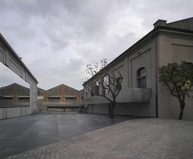 La reforma de una destilería a cargo de OMA Rem Koolhaas da lugar a la Fundación Prada en Milán
