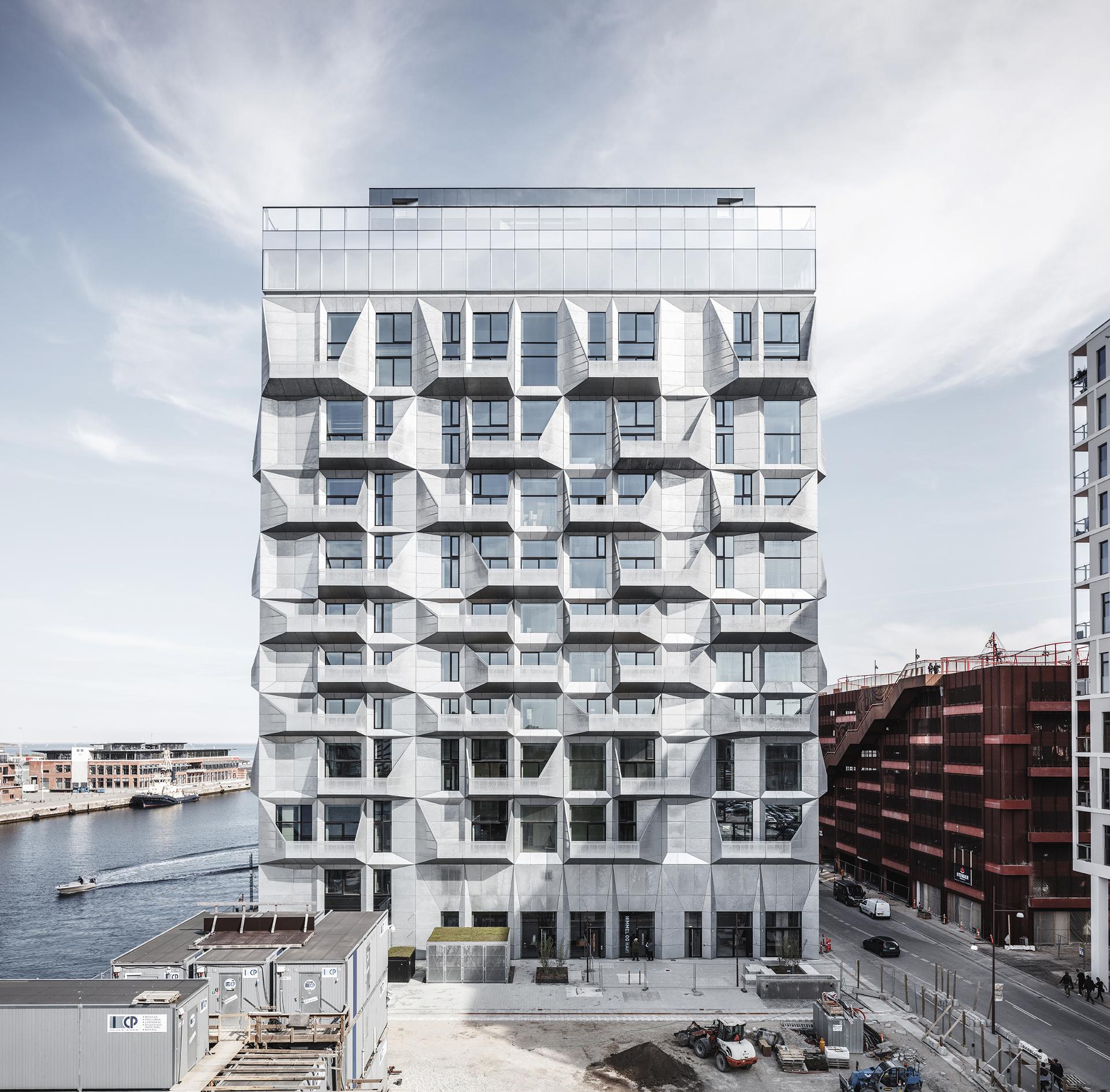 Apartamentos en el silo con fachada de acero galvanizado, por Cobe architects