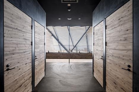 Cúpula de lamas de madera para un restaurante con sauna, por Avanto Architects