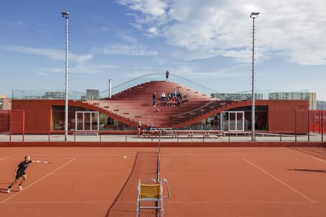 Club de tenis pintado en caliente con goma EPDM