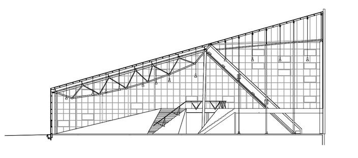 Campo deportivo con cubierta de policarbonato, de Dorte Mandrup
