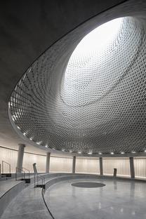 El Memorial Hall de Mount Herzl en ladrillos de aluminio, de Kimmel Eshkolot Architects