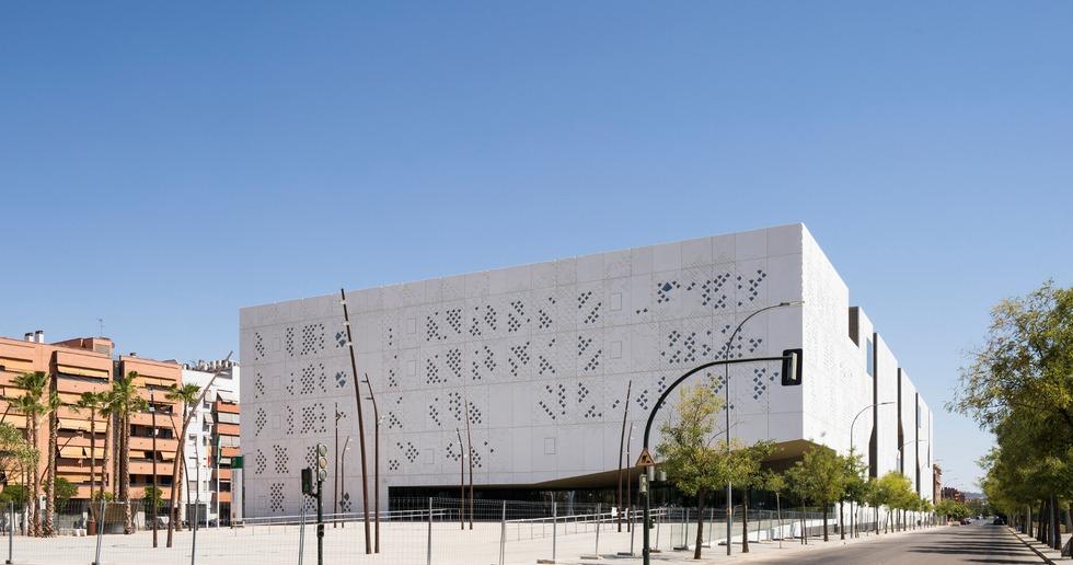 Fachada de GRC para el Palacio de Justicia de Córdoba a cargo de Mecanoo