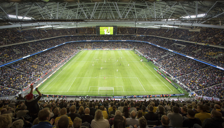 Fachada microperforada para el tecnológico estadio Friends Arena de Berg 44395733d8785
