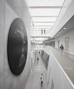 CRC para la fachada de la Facultad Técnica SDU de C.F. Moller & MOE