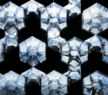 Fachada multimedia y elementos en forma de cristal para el Iluma de WOHA
