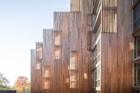 Apartamentos revestidos con madera de cedro en Gärdet-Estocolmo para el 79&Parck de BIG