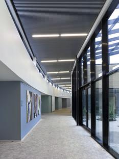Hospice Djursland, por C.F. Møller, revestimiento en roble